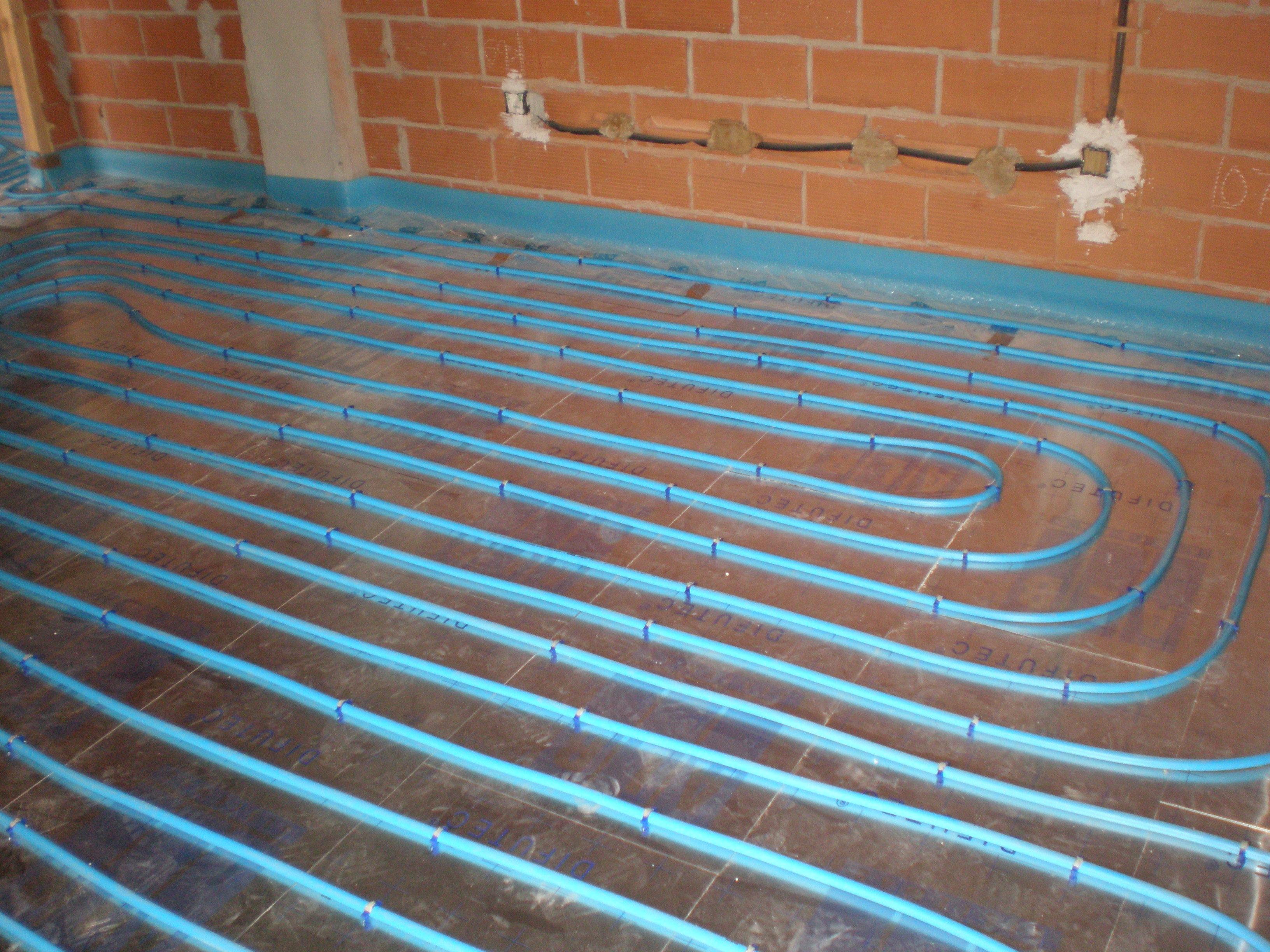 Como instalar suelo radiante por agua finest amazing for Suelo radiante agua
